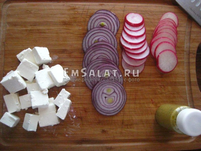 сыр Фета, лук, редис