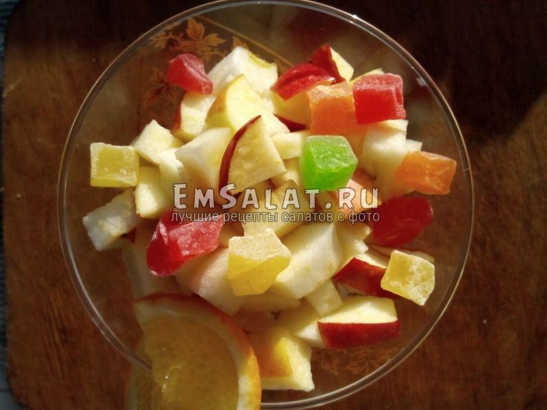 яблочные кубики под цукатами