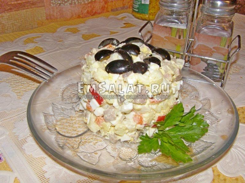 чтобы салат выглядел еще аппетитнее, его можно подать и в таком виде