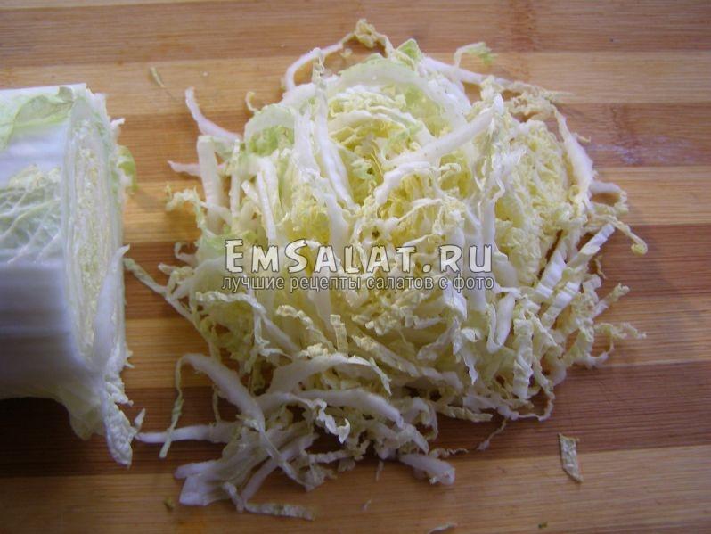 тоненько нарезанная пекинская капустка