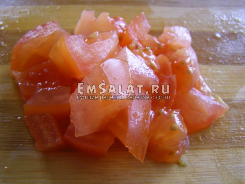 кусочки свежего помидора
