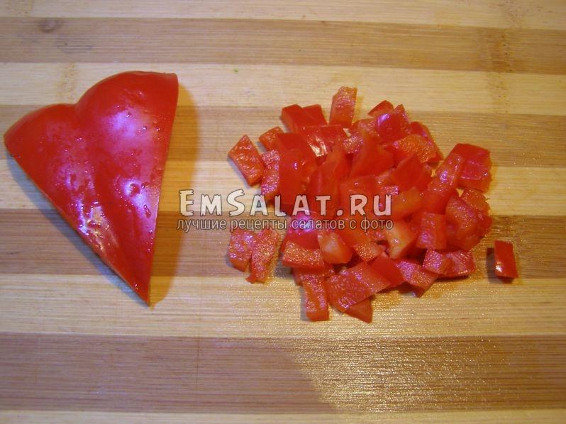 красный болгарский перец нарежем на кубики