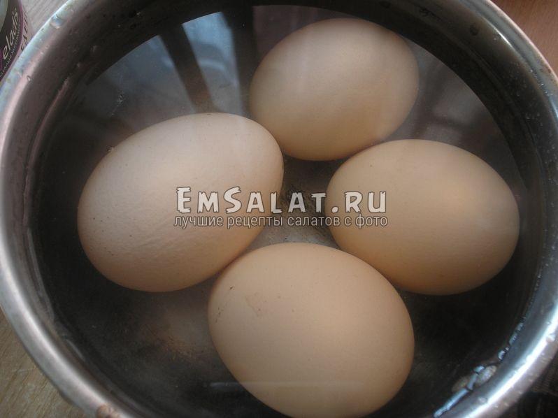 яйца варятся в кастрюльке