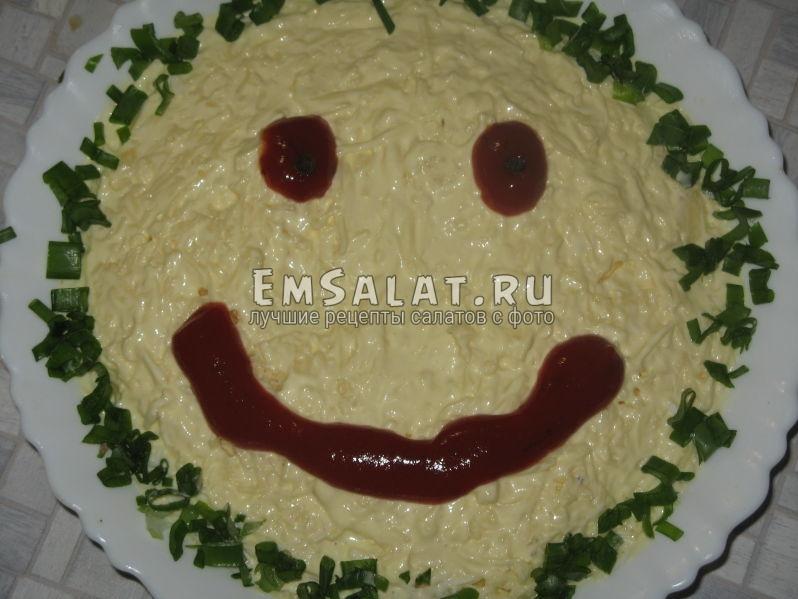 рисуем смайлик на салате