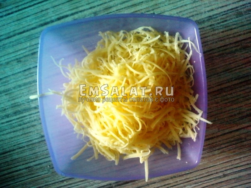 Сыр потёртый мелкой соломкой