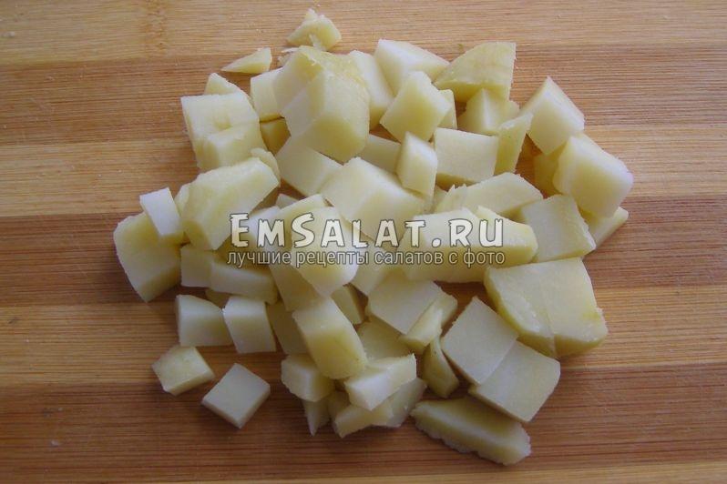 кубики отварного картофеля