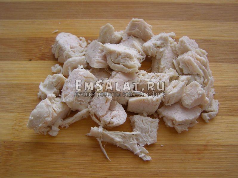 отварная нарезанная куриная грудка