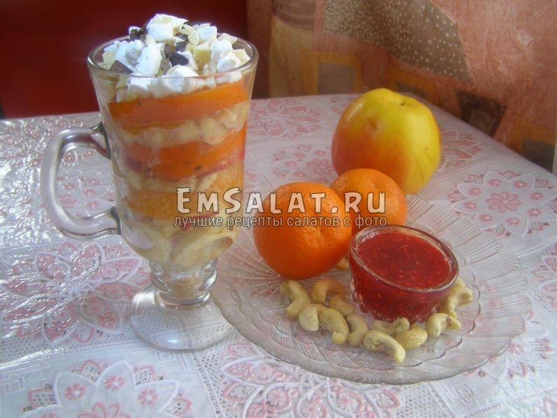 Салат коктейль из фруктов