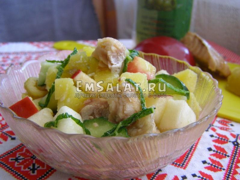салат выложен в салатник