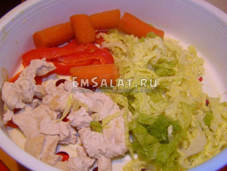 добавим овощи к моркови и курице