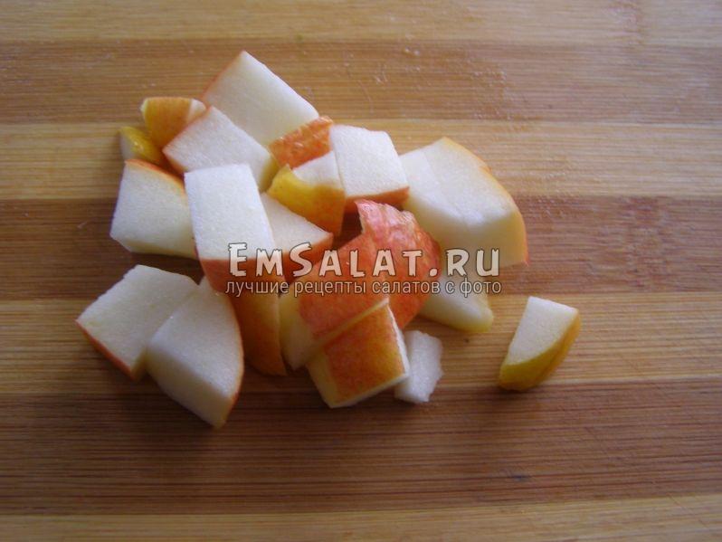 кубики яблока