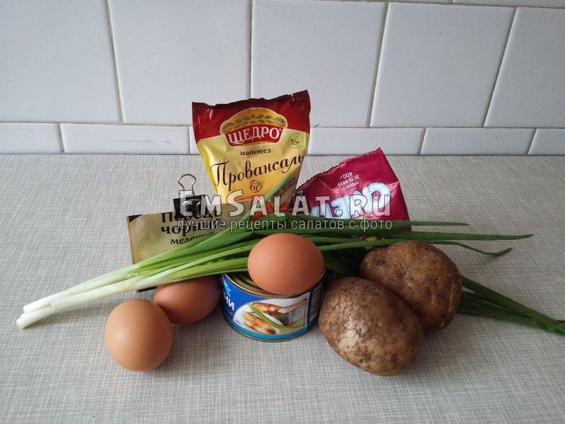 Достанем и выложим на стол ингредиенты для приготовления салата