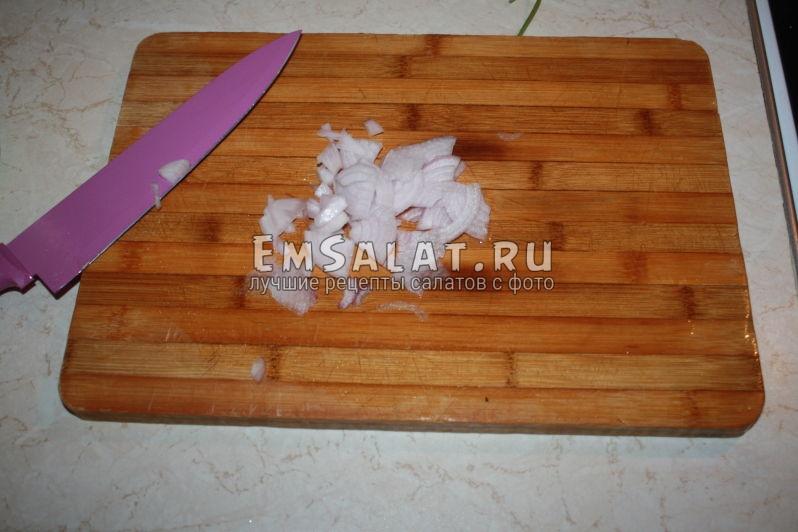 нарезанный репчатый лук