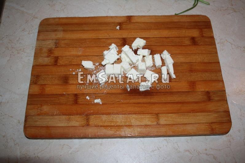 кубики сыра фета