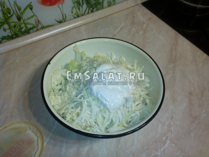 Добавленная в наш салат капуста и вкуснейший майонез