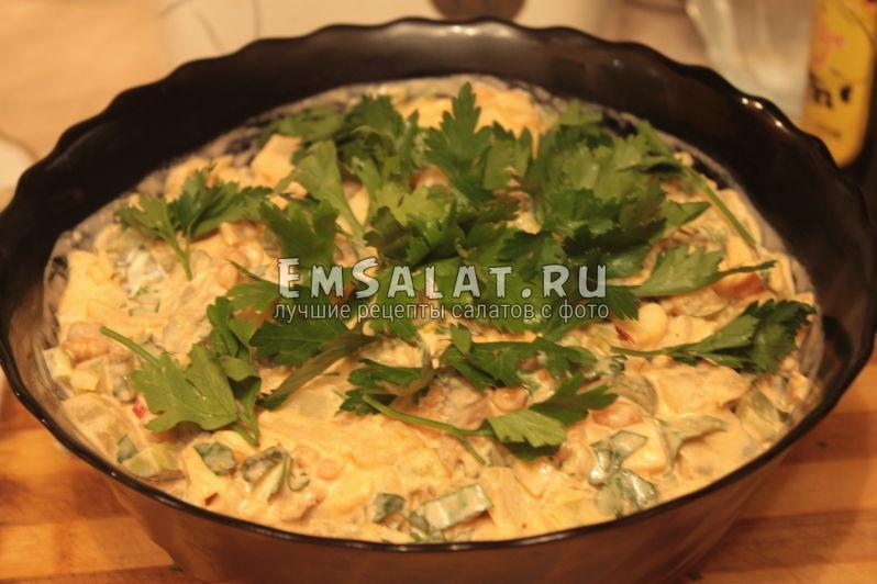 салат из консервы готов