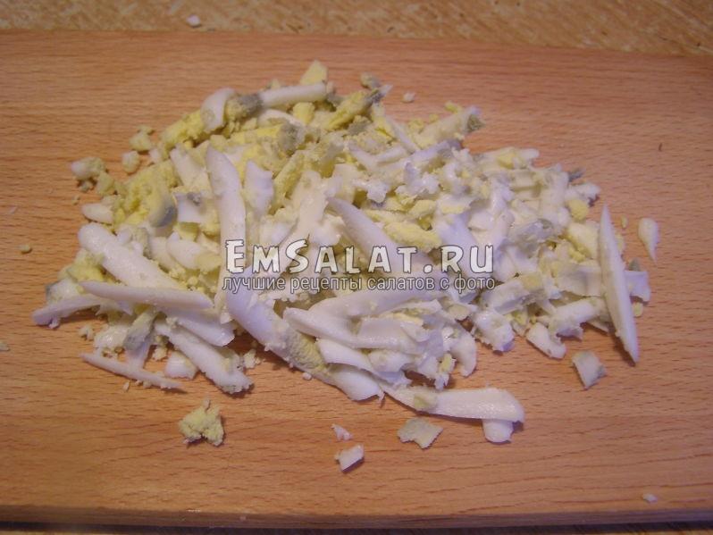 тертое на крупной терке яйцо
