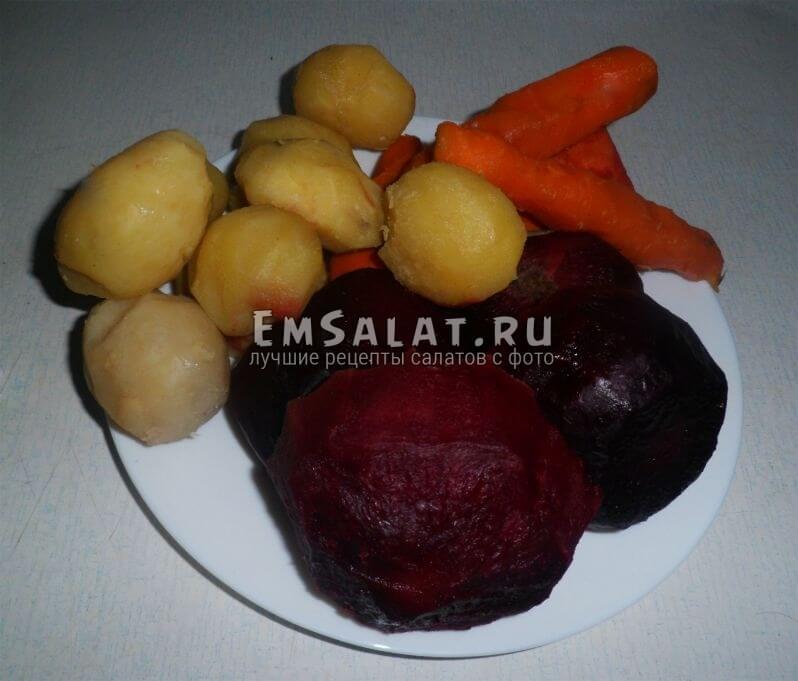 Сваренные овощи для салата