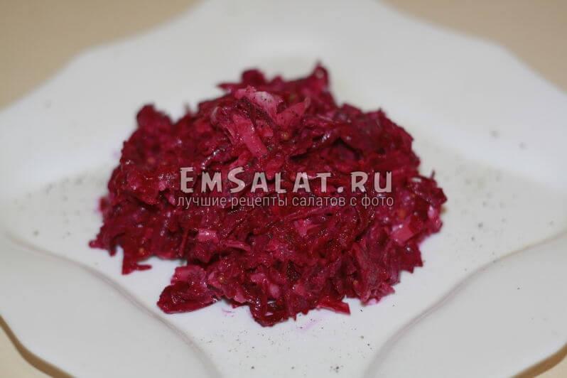 готовый свекольно-чесночный салат