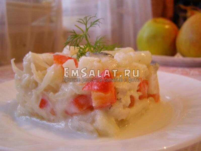 салат на тарелочке