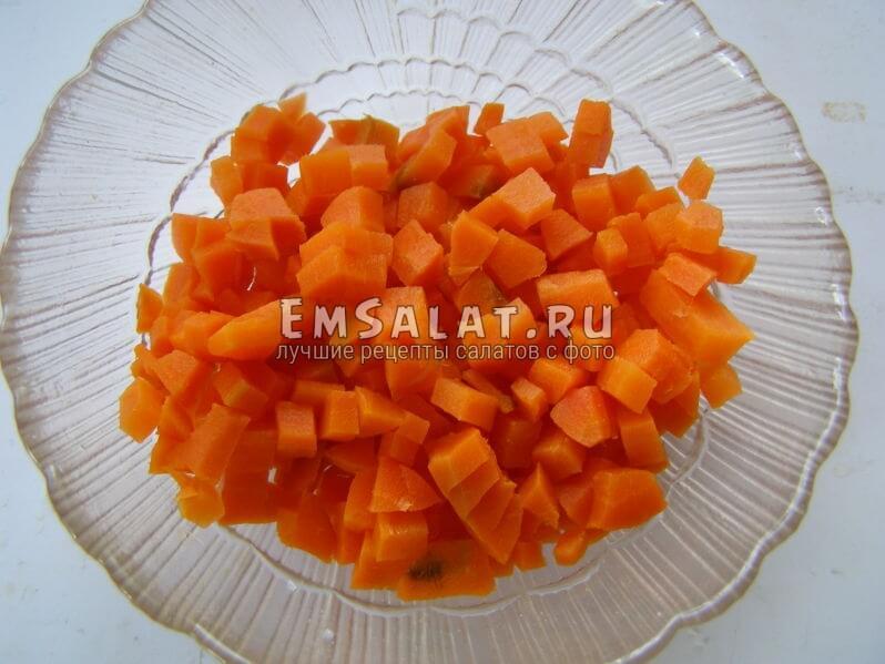 нарезана морковь