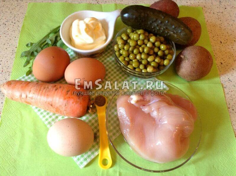 горошек, перец, моркоовь, картофель,яйца, майонез, огурец, филе