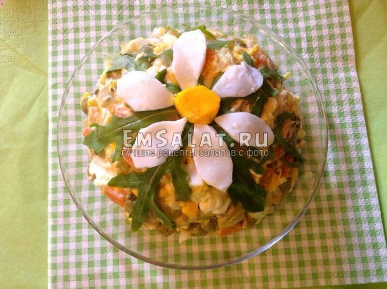 готовый салат Чудная ромашка