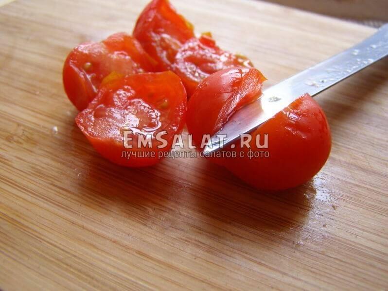половинки помидорок чери