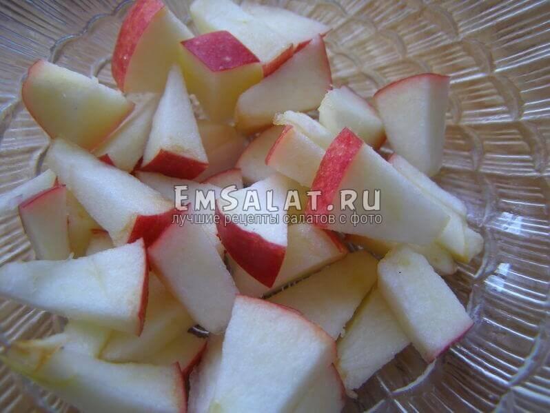 яблоко порезано
