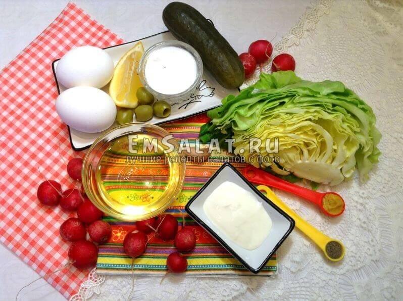 Овощи и ингредиенты для соуса тартар