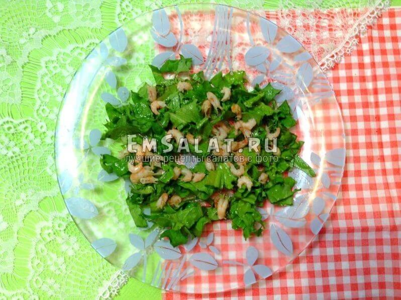 салат и креветки