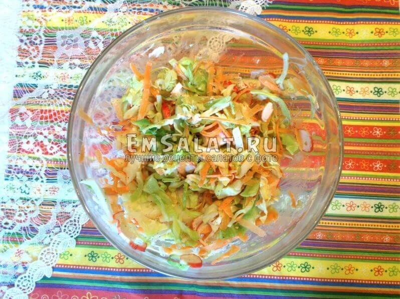готовый салат Крабовый коктейль с кунжутом