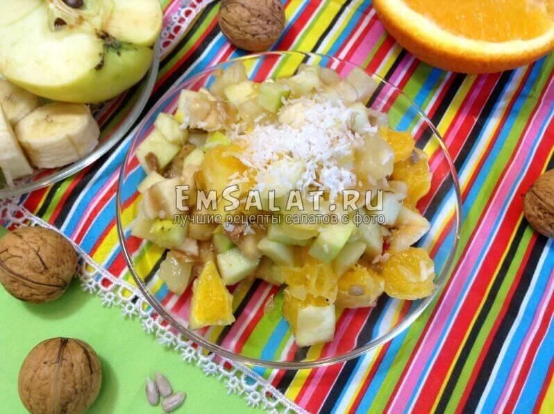 Сладкий фруктовый салат