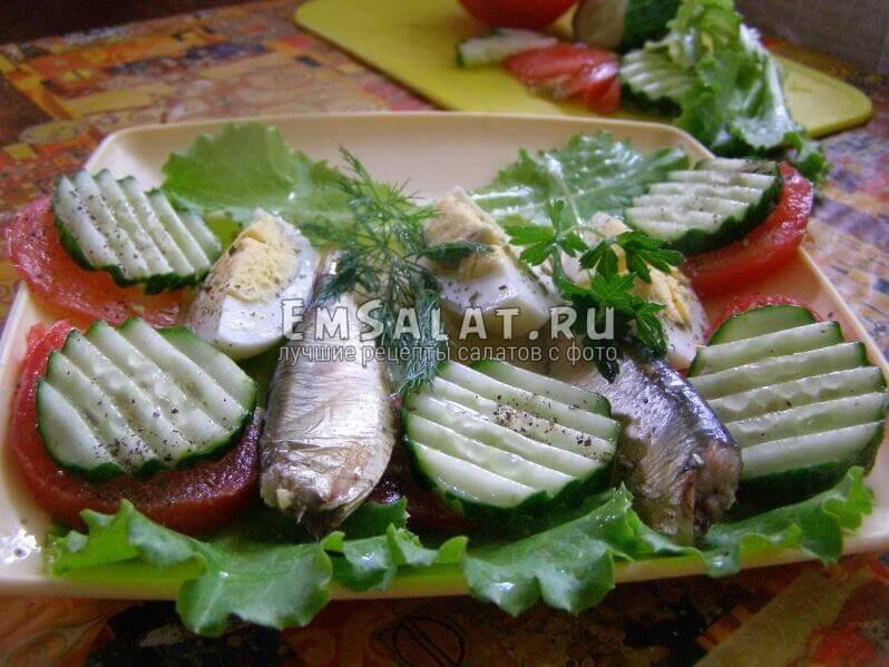 салат выложен