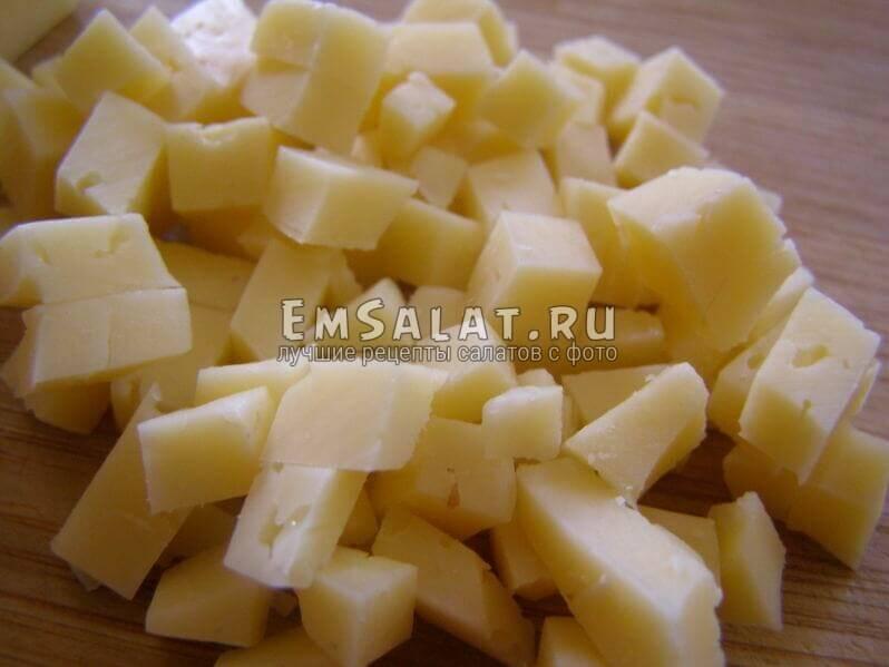 сыр нарезан
