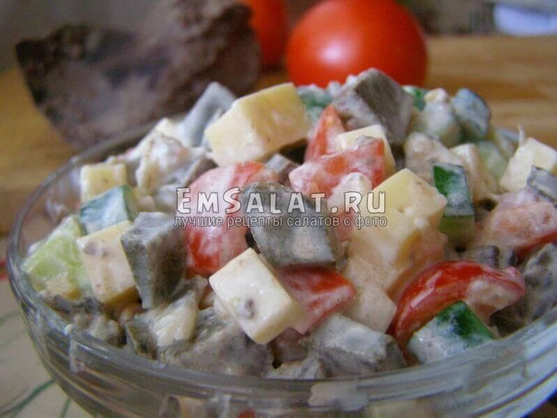 салат в салатнике