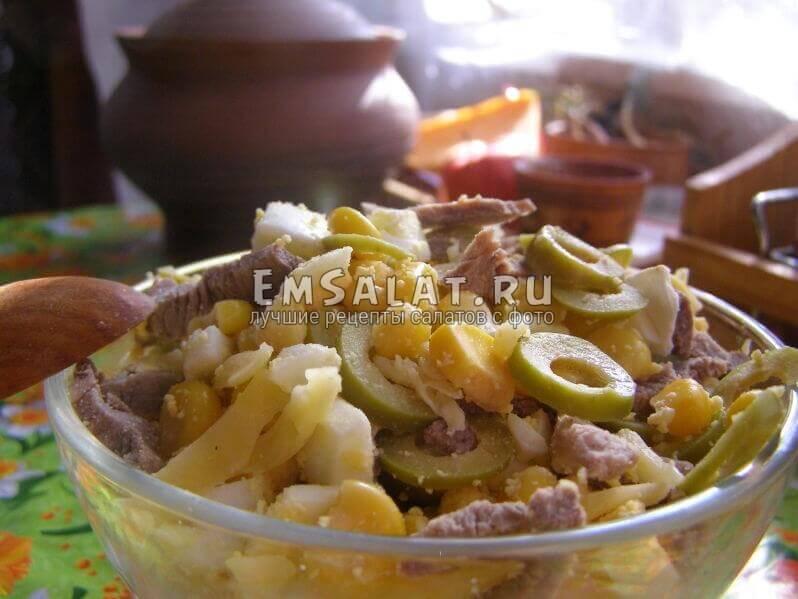 Диетический салат в салатнице