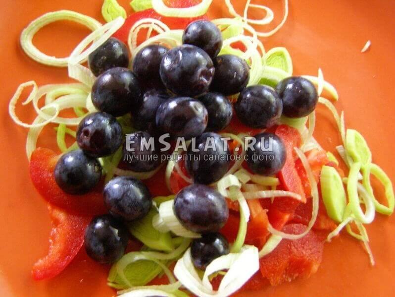 ягоды в тарелке