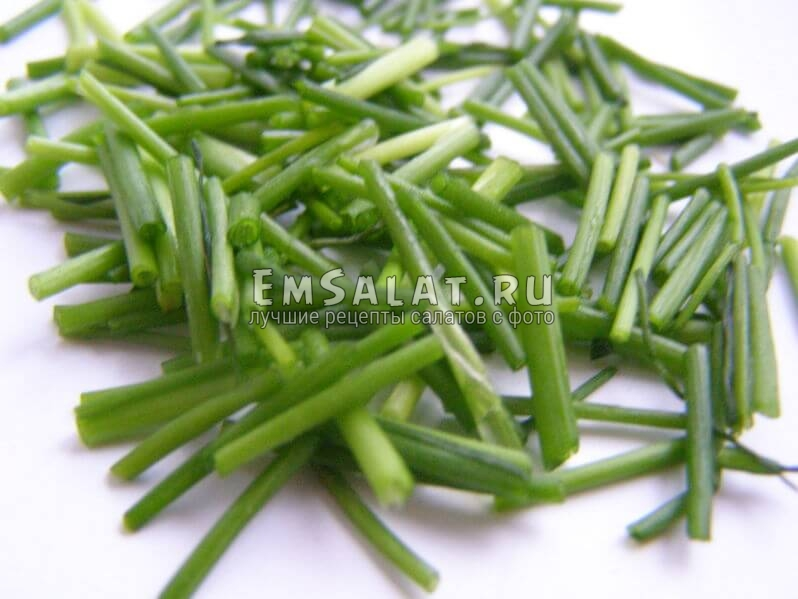 салат с соленой черемшой, лук зеленый