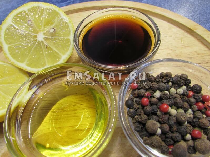 оливковое масло соевый соус лимон душистый и черный перец горошком