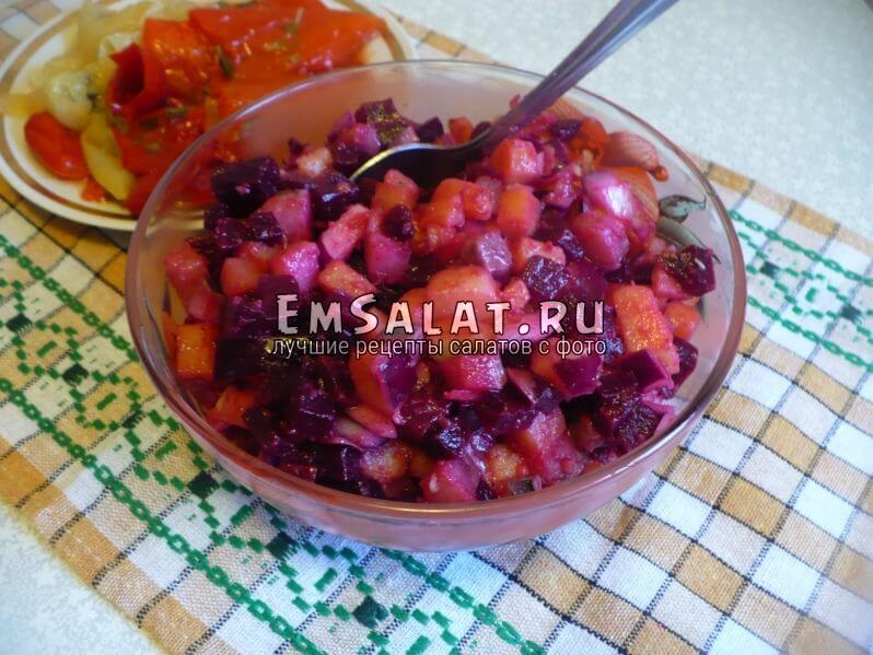 Салат со свеклой и сельдью