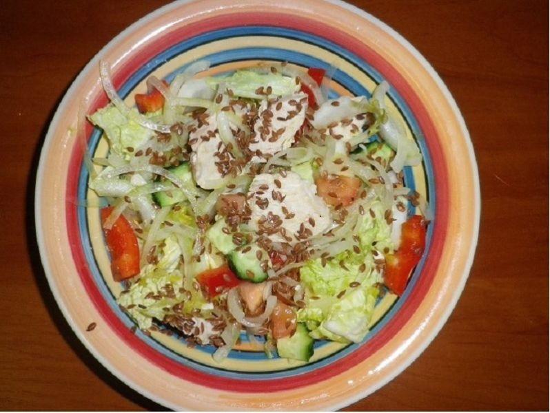 салат из отварной курицы