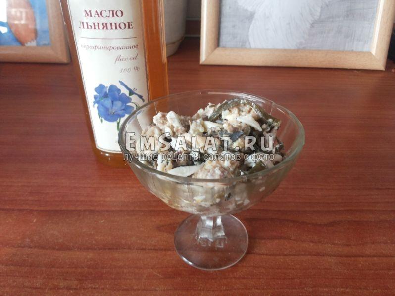 выложенная масса в креманку, бутыль льняного масла