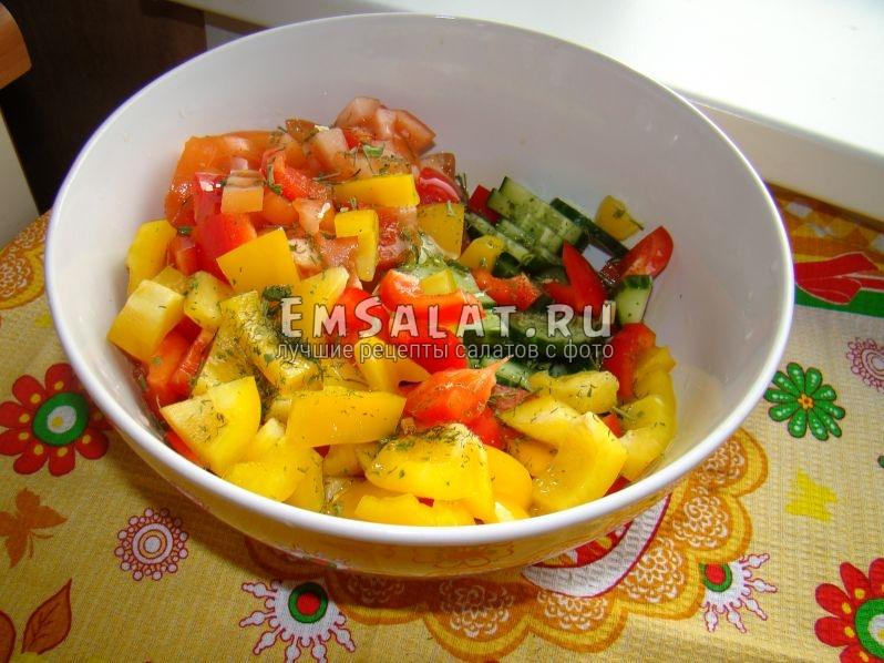 """Вкусный и полезный салат """"Светофор"""" из овощей с кунжутным и оливковым маслом"""