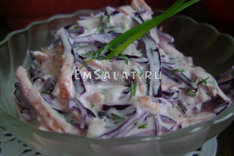 Готовый витаминный салат из краснокачанной капусты