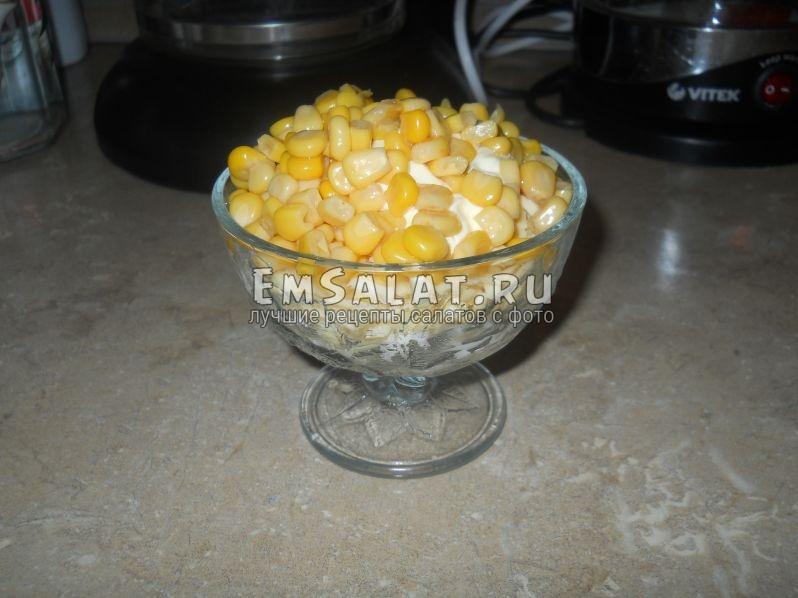 Все приготовленные ингредиенты выложить в креманку