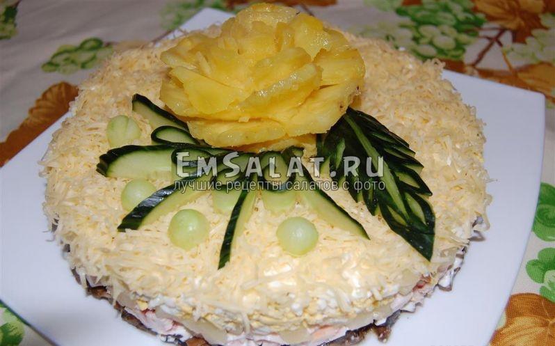 Салат с ананасами и курицей - готовый шедевр