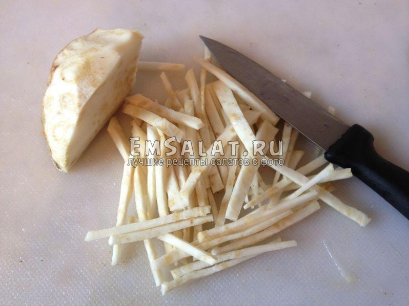 Сельдерей порезанный брусочками