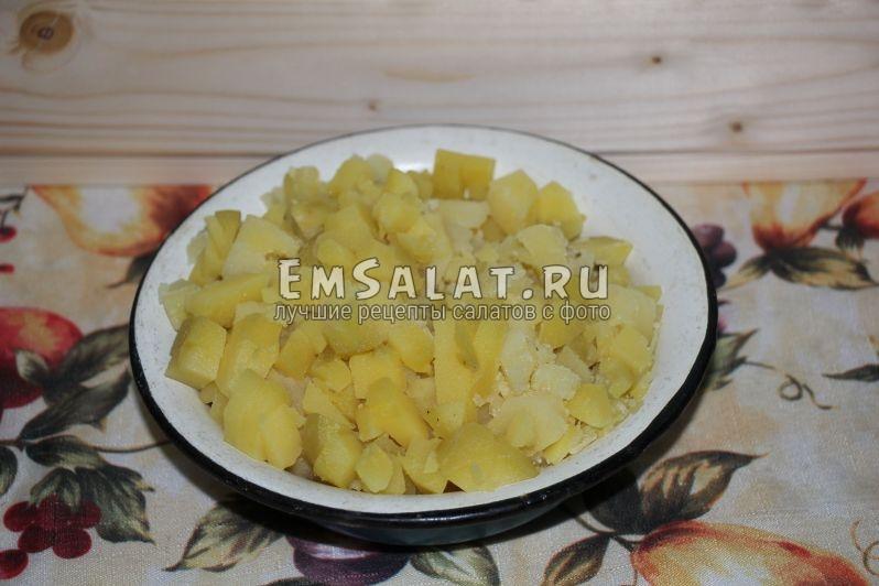 Нарезанные кусочки картофеля