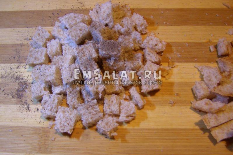 подсушим кусочки хлеба, если он очень свежий